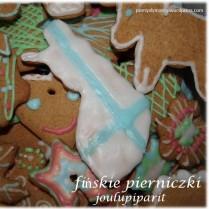 joulupiparit-fińskie korzenne pierniczki bożonarodzeniowe https://pomyslymamy.wordpress.com/2015/12/21/finskie-pierniczki-bozonarodzeniowe-joulupiparit/