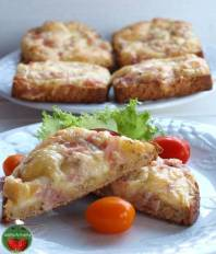 lämmin juusto-kinkkuleipä – tosty serowo- szynkowe na ciepło https://pomyslymamy.wordpress.com/2017/02/09/lammin-juusto-kinkkuleipa-tosty-serowo-szynkowe-na-cieplo/